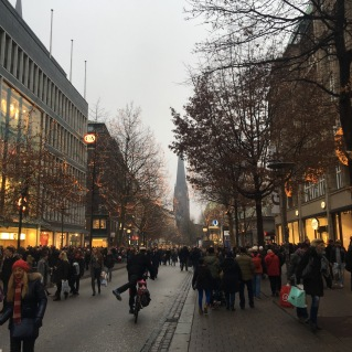 Mönckebergstrasse mit Weihnachtsbeleuchtung