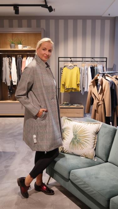 Shirt 'Calvin Klein', Mantel: 'Someday'', Leggings 'Opus' und die Schuhe: 'Marco Tozzi'